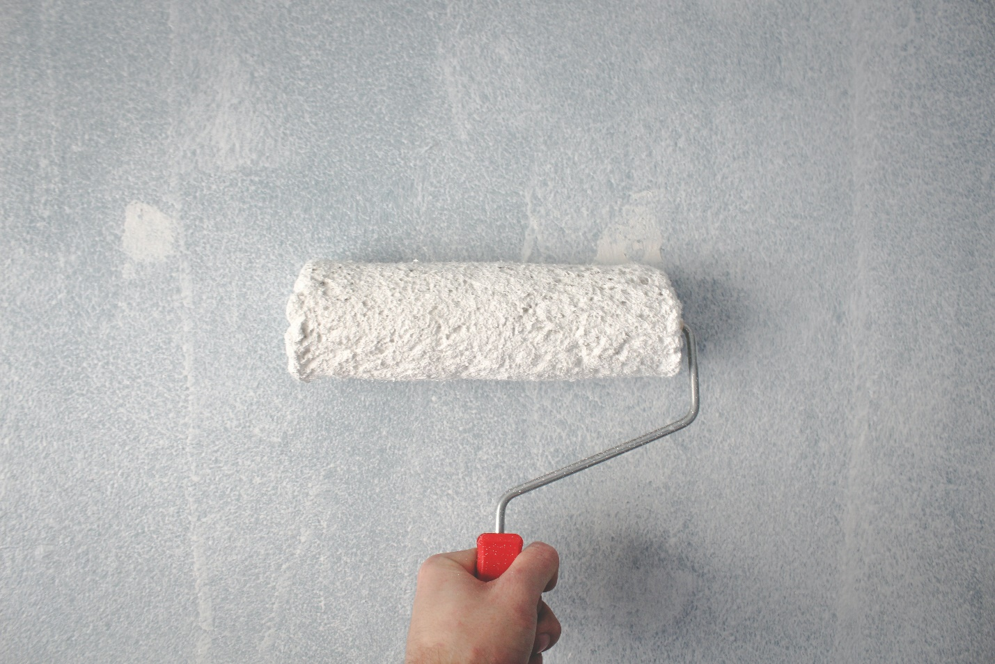 A white paint roller
